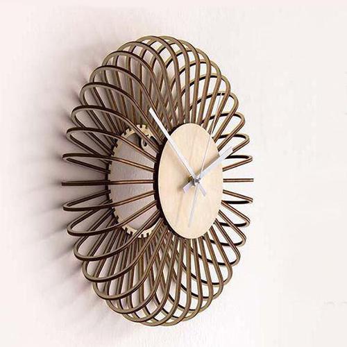 ساعت دیواری چوبی طرح پره ای